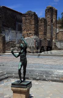 Haus des Faun mit Bronzestatue eines tanzenden Fauns