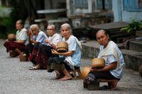 Reisverteiler am Morgen in Luang Prabang