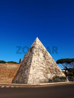 Pyramide in Rome