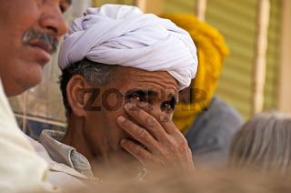 Nachdenklicher Marokkaner mit Turban, Marokko, Afrika