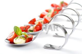 Tomate-Mozzarella-Häppchen
