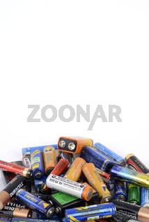 viele alte Batterien und Akkus, Symbolbild fuer Sondermuell