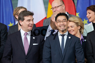 Family photo of the German and French governments on the 50th Anniversary of the Elysee Treaty
