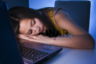 süße Träume am Laptop