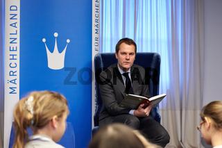 Fairytale reading with FM Daniel Bahr