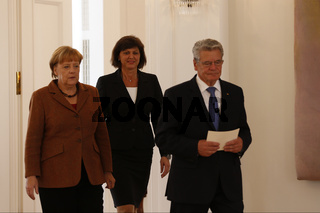 Federal Agriculture Minister Ilse Aigner say goodbye to Berlin.