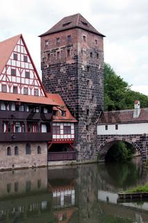 Altstadt von Nuernberg mit Henkerturm 898a
