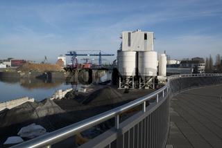 Osthafen mit Silos in Frankfurt