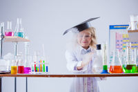 Little experimenter looks for evaporation reagent