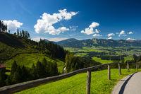 Illertal bei Oberstdorf, dahinter die Hörnergruppe, Allgäu, Bayern, Deutschland, Europa