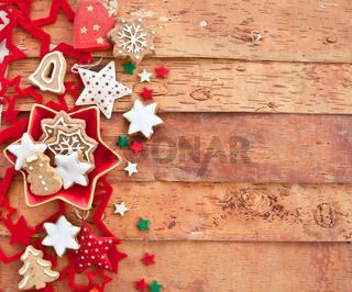Plaetzchen und Weihnachtsdekoration