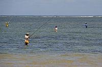 Angler am Strand von Sanur, Bali, Indonesien