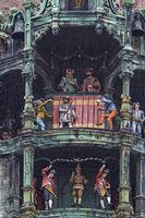 Das Glockenspiel am Münchner Rathaus lockt täglich unzählige Besucher an
