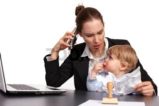 Mutter und Kind bei der Arbeit Serienbild 11