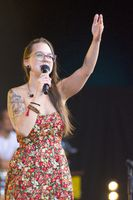 Stefanie Heinzmann playing at summer-festival Rose