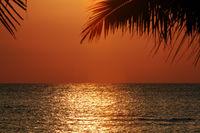 farbenprächtiger Hmmel kurz vor Sonnenuntergang,  Lovina Beach,