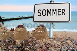 Schild mit dem Wort 'Sommer'