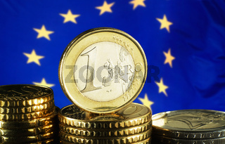 Euro Münze und Europäische Flagge