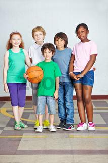 Glückliche Kinder in Grundschule