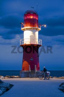 Leuchtturm auf Ostmole, Warnemuende, Rostock, Mecklenburg-Vorpommern, Deutschland