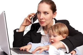 Mutter und Kind bei der Arbeit Serienbild 13