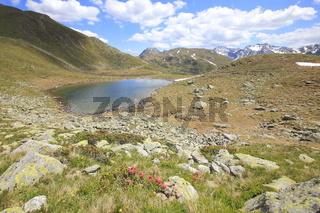 Kleiner Bergsee am Penserjoch, Südtirol, Italien