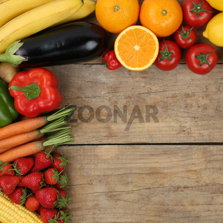Vegetarisch und vegan Obst, Früchte und Gemüse auf Holzbrett mit Textfreiraum