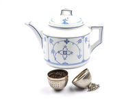 Teekanne und Teeei - Teapot and tea ball