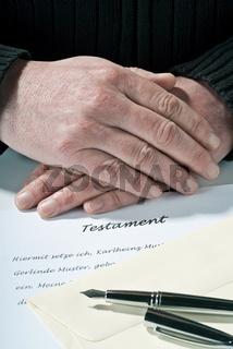 Hände auf dem Testament