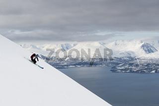 Abfahrt mit Ski vom Giilivarri