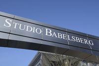 Schriftzug über dem Haupteingang zu den Filmstudios in Potsdam B