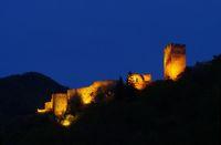 Spitz Ruine Hinterhaus Nacht - Spitz castle ruin Hinterhaus night 01
