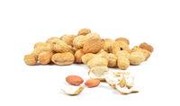 Erdnüsse  - Peanuts on white