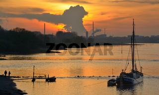 Blick auf Chemiehafen Dormagen