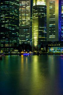 Singapur - Raffles Place bei Nacht