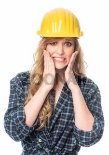 erschrockener handwerker