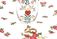 Arrangement with wedding rings - Arrangement with wedding rings