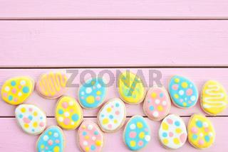 Bunte Kekse als Ostereier