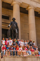 Schulklasse, George-Washington-Denkmal vor der Federal Hall in der Wall Street, Financial District, Manhattan, New York City, New York, USA, Nordamerika