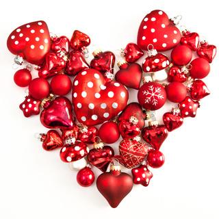 Rote Weihnachtsdekoration in Herzform