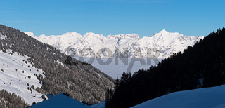Blick auf schneebedeckte Gipfel