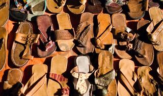 Marktstand Sandalen