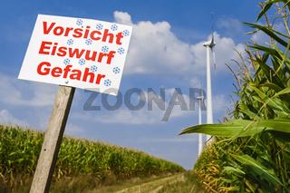 Warnschild vor Windraedern bei Wustermark