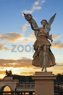 Schwebende Viktoria, Siegesgöttin, Burggarten am Schloss Schwerin, Mecklenburg-Vorpommern, Deutschland