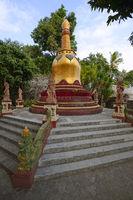 goldene Pagode im Außenbreich des  buddhistischen Kloster Brahma