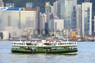 Ein Schiff der Star Ferry auf dem Hongkong River , Hongkong, Chi