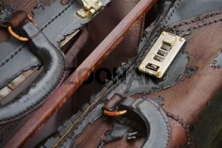 Abgenutzter Koffer - Worn suitcase