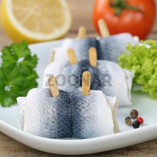 Hering Fisch oder Rollmops auf einem Teller