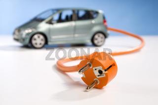 Elektroauto mit Kabel und Stecker