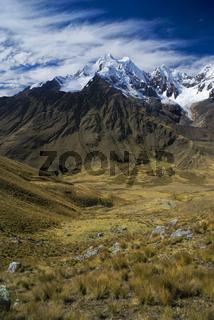 Breathtaking scenery around Alpamayo